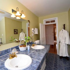 lawrence suite bathroom